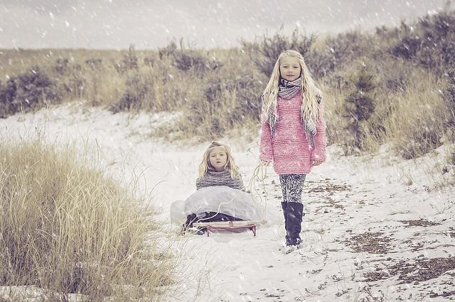 holčičky na sněhu