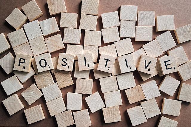 slovo pozitivní