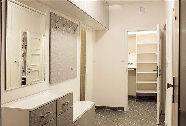 šatní skříň, využitý prostor