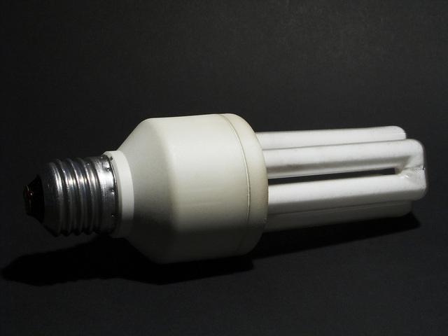 kompaktní zářivka E27.jpg