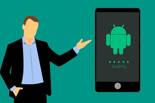 muž poukazující na aktualizaci operačního systému Android v telefonu