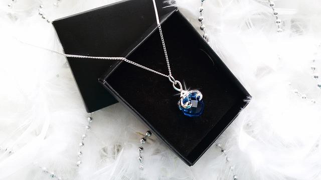stříbrný šperk